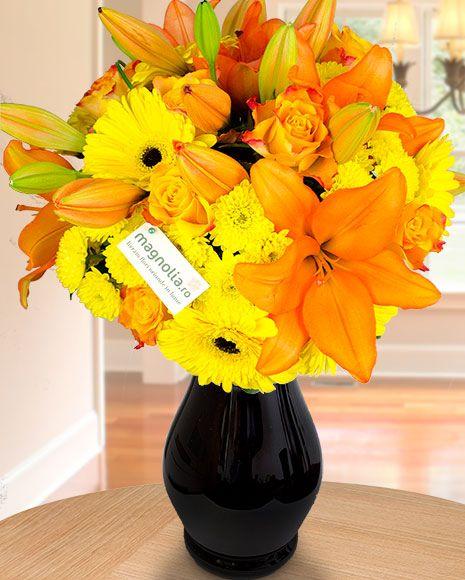 Buchet vesel cu flori de vara. Buchetul contine crini, crizanteme galbene, trandafiri si gerbera.   Summer flower bouquet with lilies, yellow mums, roses and gerbera.