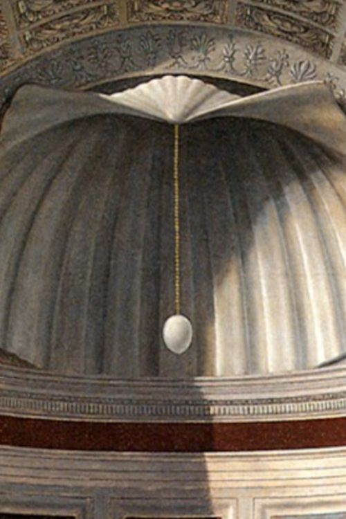 Piero Della Francesca's Brera Madonna, detail of the niche. Executed in 1472-1474. Pinacoteca di Brera of Milan. / The shell was a symbol of the new Venus, Mary, and the egg is generally considered a symbol of the Creation.