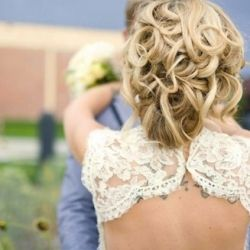 Absolutely stunning hairstyles for spring and summer brides!