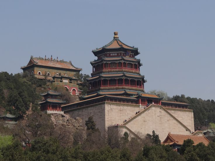 In Beijing doen we een inspectie bij het Aman. De rust en ligging kan voor sommige reizigers heerlijk zijn. Het Aman ligt bij het Zomerpaleis (zelfs onderdeel van) en buiten de drukkere delen van de stad. Er zijn diverse faciliteiten zoals een zwembad en een spa. Het geeft een heel andere beleving dan de andere stadshotels. Echt Talisman! #Beijing #SummerPalace #AmanatSummerPalace