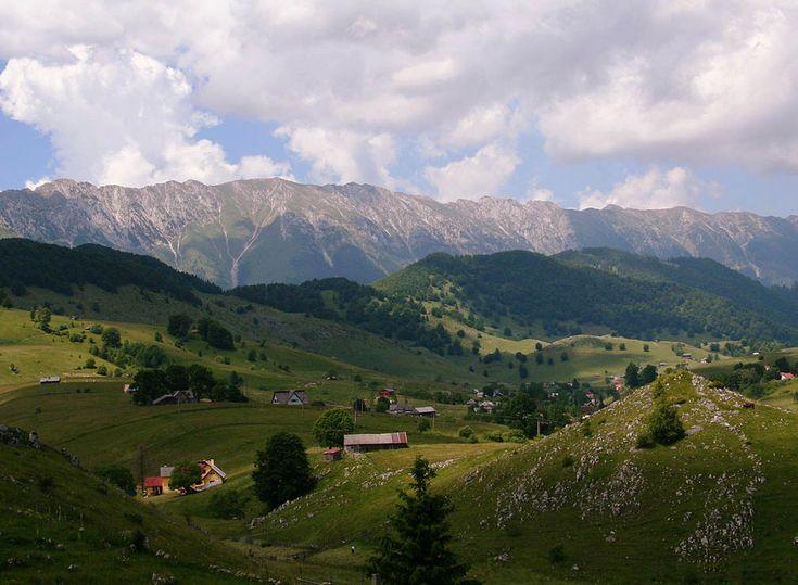 Satele de munte din țara noastră sunt pline de tradiție și impresionează prin colorit, cultură și prin simplitatea localnicilor.