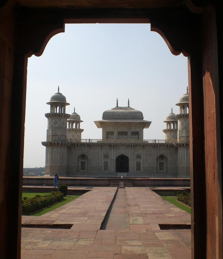 Agra, Jardín del paraíso y Mezquita.  A orillas del río Yamuna