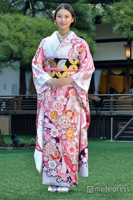 (画像5/26) 武井咲、剛力彩芽らオスカー美女が艶やか晴れ着姿で集結