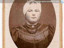 De Linschotense Dirkje de Jong-Nap met de karakteristieke muts van rond 1920