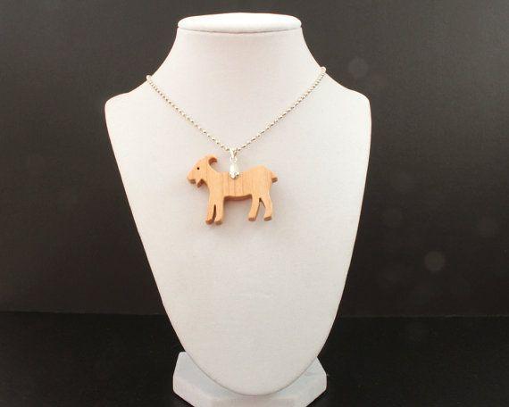 Cabra de madera collar joyería de animales de por OohLookItsARabbit