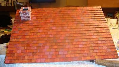 La cheminée est réalisée en contre-plaqué recouvert de balsa pour reproduire le relief des briques. Le toit de tuiles plates est en également réalisé en balsa (environ 550 tuiles)
