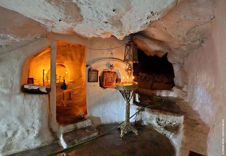 Κάλυμνος: Μεγάλο προσκύνημα το σπηλαιοεκκλησάκι της Παναγίας της Κυράς Ψηλής και όχι μόνο τον 15αύγουστο που γιορτάζεται με όλες τις τιμές
