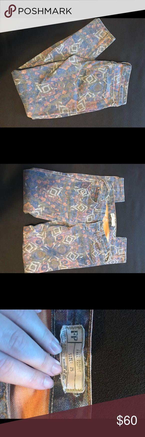 Free People Aztec Printed Skinny Jeans Free People skinny crop aztec printed jeans. Beautiful print. Free People Pants Ankle & Cropped
