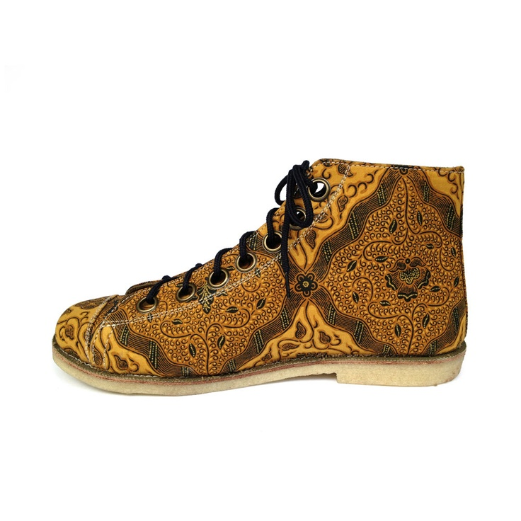 You know I would wear these in a heartbeat.  Ethnic batik art canvas shoe, gold classic pattern. $75.00, via Etsy.