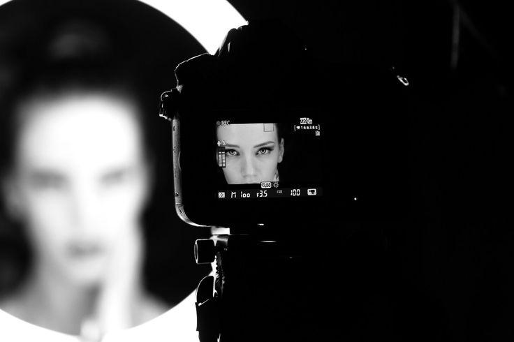 Lavorare nel mondo della #fotografia professionale senza conoscere ed usare #Photoshop e #Lightroom, oggi, è praticamente impossibile. Scopriamo perché.