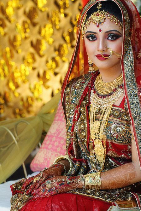 On the wedding day, the Bangladeshi bride is dressed up in a bright, colorful and traditionally red costume along with magnificent jewelry.