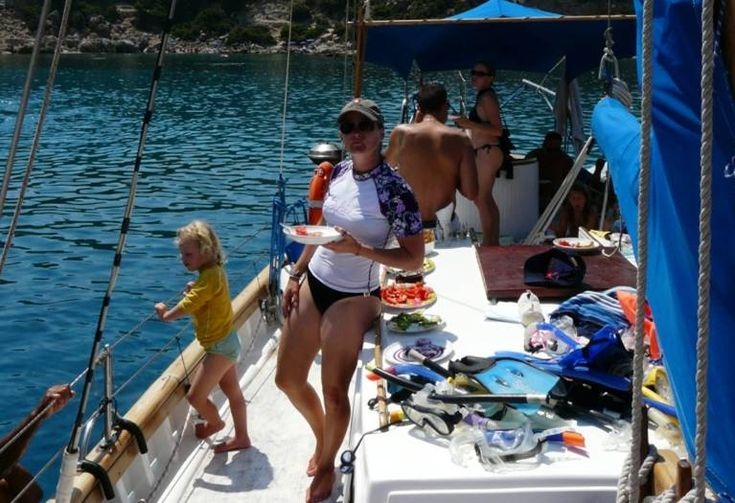 Lunch aan boord - dagzeilen met de hele familie op Rhodos | Lunch on board - daysailing with the whole family on Rhodes | Lunch aan boord - dagzeilen met de hele familie op Rhodos | Lunch on board - daysailing with the whole family on Rhodes | Sail in Greece Rhodes | sail-in-greece.net