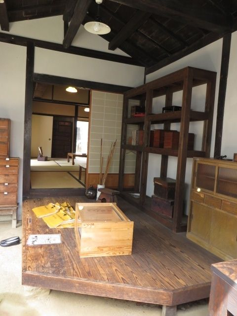 The entrance hall? Minakata Kumagusu, a bacteriologist, more than 100 years ago lived here.
