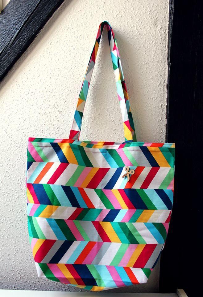 Płótno bawełniane Geo Pop Sorbet - piękna, pojemna torba na ramię.