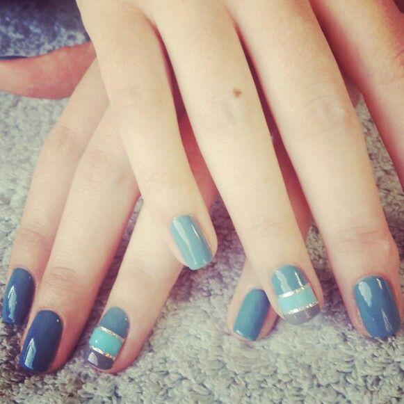 #gelish#stripes#differentcolours#blues#navyblue#silverstrips#nails #nailart #funky#nailtechnician