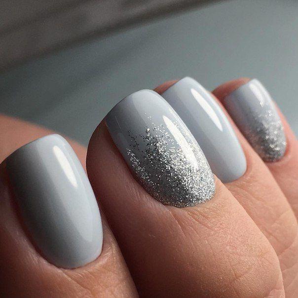 Light Grey And Silver Glitter Nails Manikyur Video Uroki Art Simple Nail Trendy Nails Nails Dipped Nails