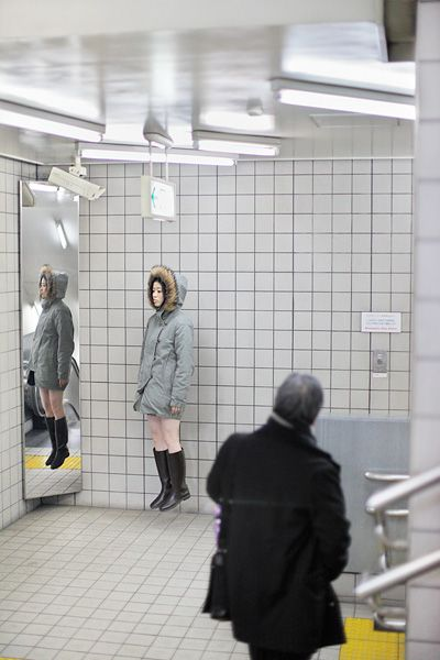 Levitating Self-Portraits by Natsumi Hayashi | Abduzeedo Design Inspiration & Tutorials