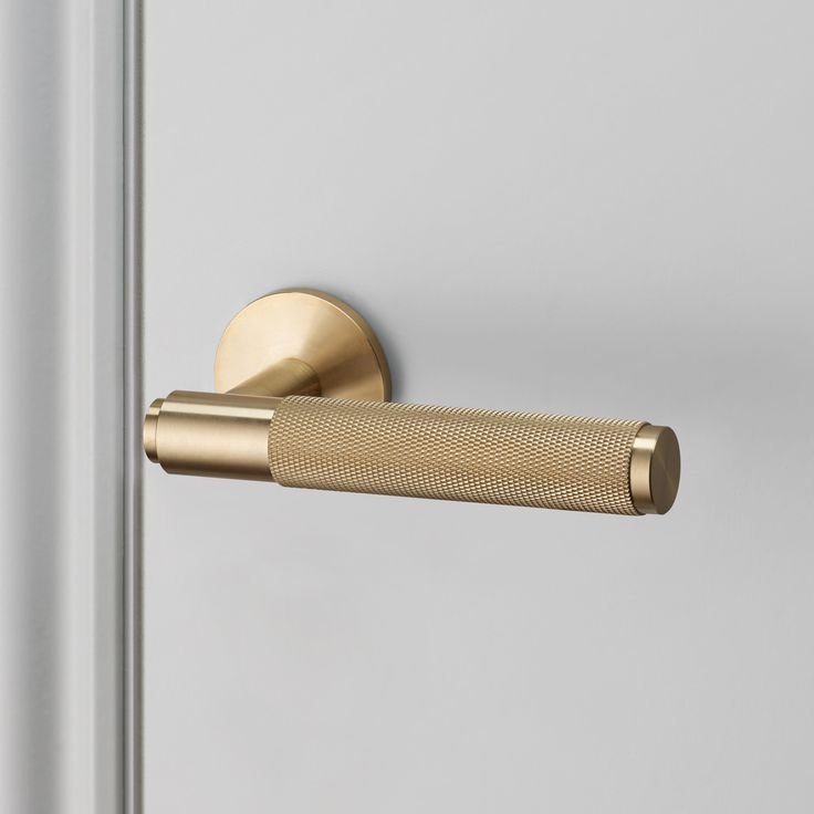 An indoor lever handle made from solid metal, a solid bar with diamond-cut knurled detailing to feel amazing with every touch.