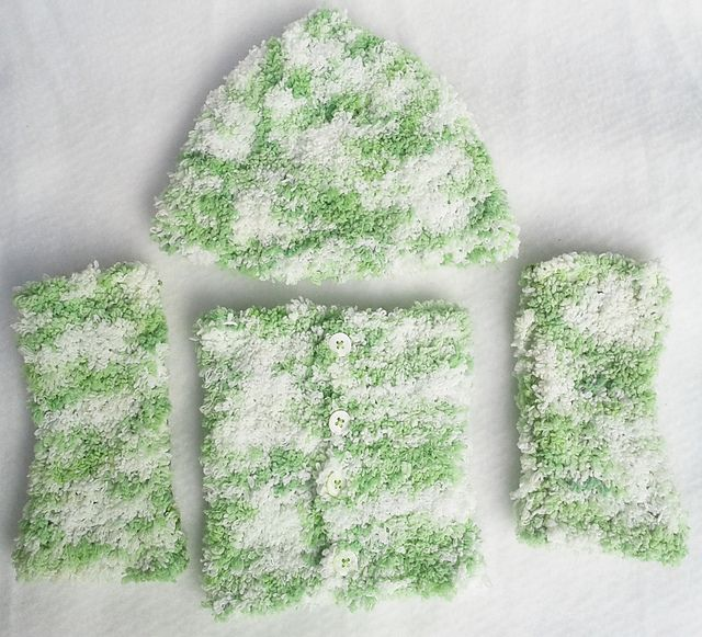 Ravelry: NanniClover's Fluffy Candy-Floss White & Green Hat, Neck Warmer…