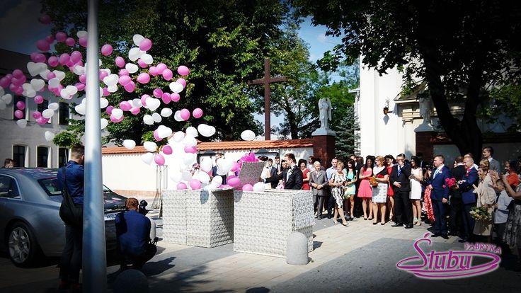 Balony z helem wypuszczane z pudła prezentu www.fabrykaslubu.pl