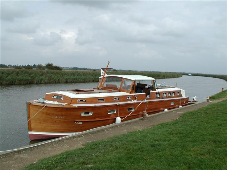 497 best images about wooden boats on pinterest boat for Vintage motor yachts for sale