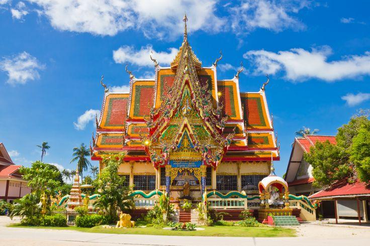 Wat Plai Laem is een kleurrijke boeddhistische tempel op Koh Samui. Rondom de tempel vind je 14 verschillende religieuze beelden, waaronder de vrolijk lachende, boeddha en het beeld van de 18-armige godin Guanyin.