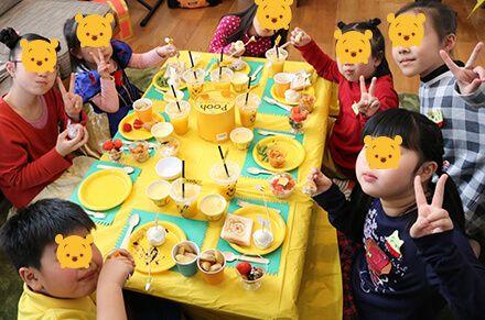 プーさんをテーマにした子供のお誕生会のパーティー演出(飾り付け)
