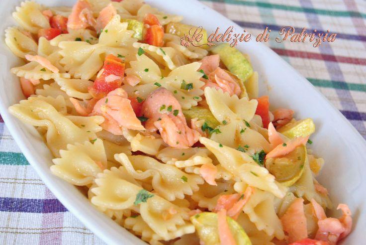 Farfalle salmone e zucchine ©Le delizie di Patrizia Gabriella Scioni Ricette su: Facebook: https://www.facebook.com/Le-delizie-di-Patrizia-194059630634358/ Sito Web: https://ledeliziedipatrizia.com