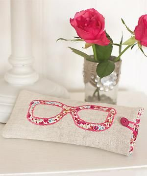 Sew a cute glasses case Make it a handmade Christmas: 150+ Christmas craft ideas...
