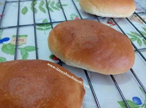 Basic hot dog bun