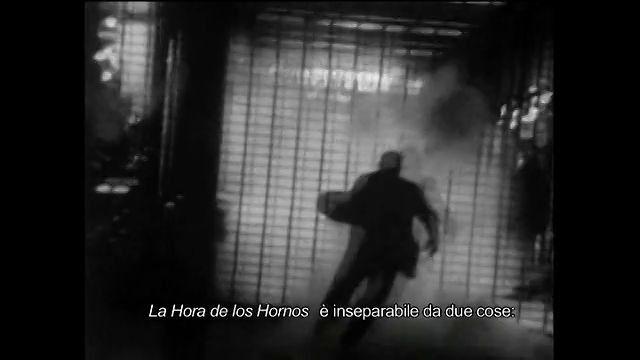 Intervista a Fernando Ezequiel 'Pino' Solanas, registrata a Savona nel luglio 2012, a proposito de La Hora de los Hornos. La Hora de los Hornos è uno dei più importanti film militanti degli anni '60, ed è stato prodotto e diretto da Fernando Solanas e Octavio Getino grazie anche al sostegno della Arger Film di Valentino Orsini e dei fratelli Taviani. Il film è stato realizzato tra il 1965 e il 1967 in totale segretezza: la censura e la dittatura non permettevano riflessioni fuori formato…