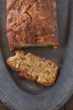 leckerer, saftiger Apfelruehrkuchen mit Zimtkruste