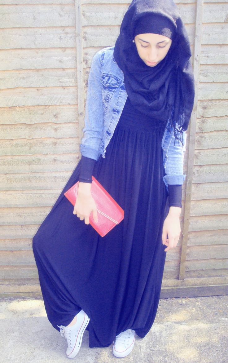 Layer a denim jacket over your abaya ,add a pashmina hijab and a pair of sneakers for campus