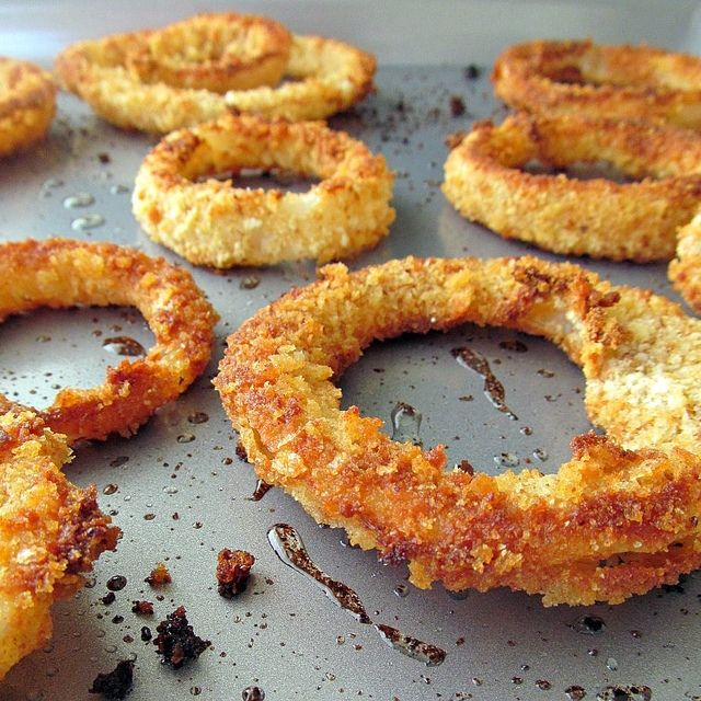 baked onion rings  ~~ using cornflakes & breadcrumbs & ...