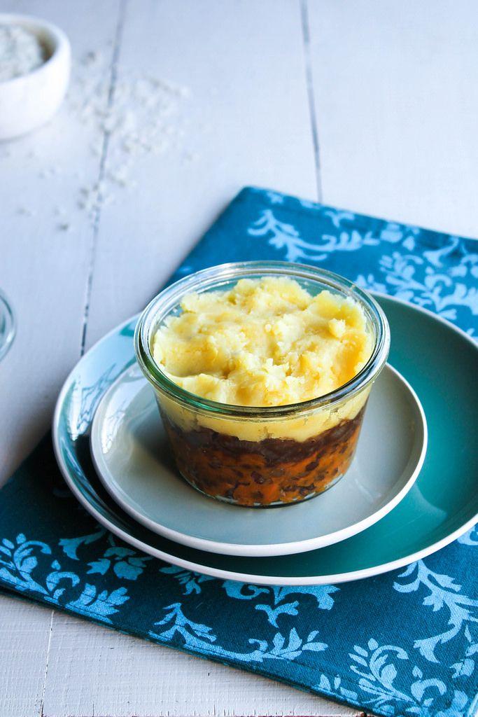 Hachis parmentier végétal {vegan - sans gluten} - Ingrédients : 400 g de pommes de terre, 150 g de lentilles vertes, 1/2 potimarron, 1 patate douce...