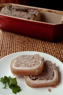 Une petite terrine de cochon, pour les amateurs de pâté et autres. Finalement, faire ses terrines, ce n'est pas très compliqué. C'est sûr ce n'est pas un p