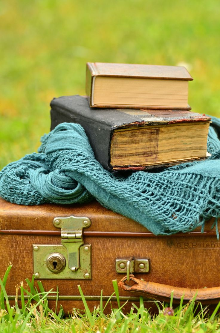 Needless to say, I love books and everything related to them: libraries, antique book shops, hard copy books, kindle, my iBooks. I always walk out of a book shop with at least one book and this ten…