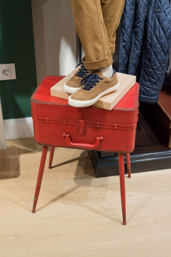 17 best images about visual merchandising on pinterest - Pepe jeans showroom ...