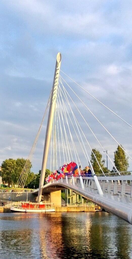 Liput liehuvat yleisurheilun kunniaksi #Tampere #Tampere2013 #Laukonsilta