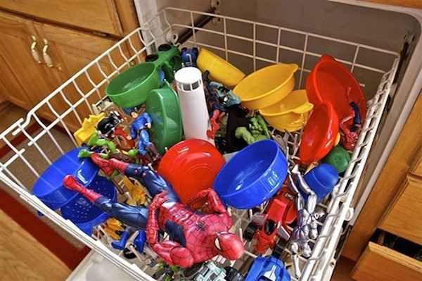Laver les jouets dans le lave-vaisselle avec vinaigre blanc