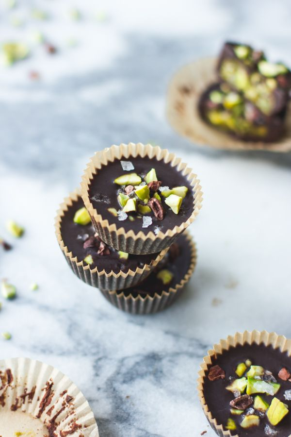 ... raw chocolate + pistachio butter cups ...