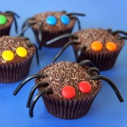 Making These Halloween Spider Cupcakes for Kate's Halloween Party!!  (with my own recipe, though)