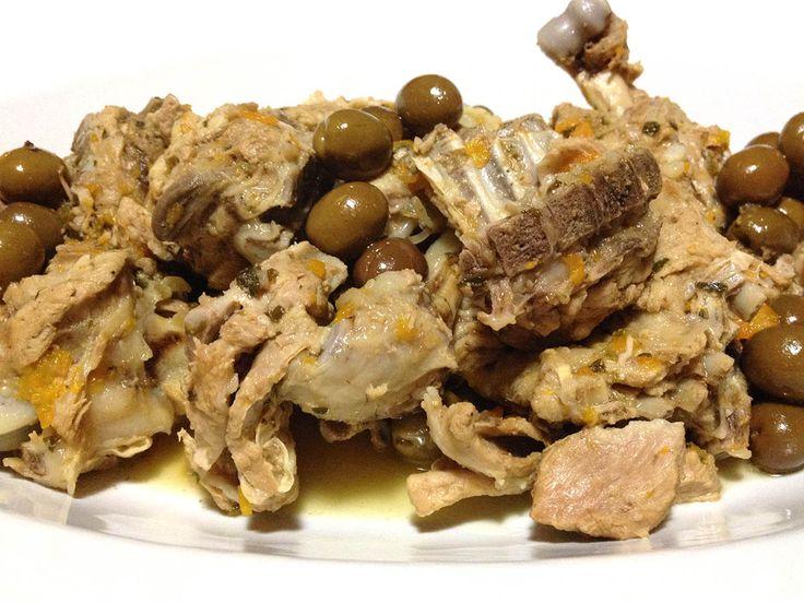L'agnello alla vernaccia con olive è un piatto tipico della tradizione dedicato alle grandi occasioni.