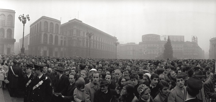 The crowd in the square of the Duomo of Milan is watching to the funeral of the victims of Fontana square massacre of December 12, 1969. The slaughter was caused by a bombing by the Banca Nazionale dell'Agricoltura. Milan, December 15, 1969. MONDADORI PORTFOLIO/Sergio Del Grande