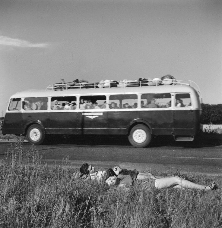 Robert Doisneau's photograph of two hitchhikers napping by the roadside, 1954