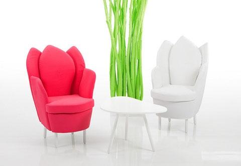 Kényelmes tulipánok lábakkal!  A virágokat nemcsak a kertben lehet élvezni, hála egy leleményes tervezőnek, már bútoraink formája is felidézheti a kertet, a lakásban.
