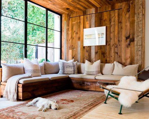 Salones r sticos modernos con paredes de madera y sof s - Salones rusticos modernos ...
