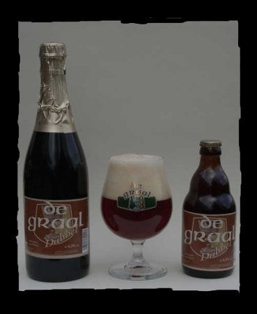 De Graal Dubbel / 6,5 % alc. roodbruin bier sinds mei 2002 aroma van mout en kruiden aangename kruidige afdronk, lichte zoete chocolade, karamel en rozijnen smaak met een lichte bitterheid