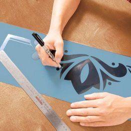 Decorar la pared con una plantilla pintura puede ser de - Como hacer plantillas para pintar paredes ...