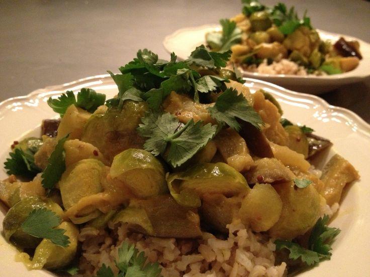 Curry van spruitjes, aubergine, appel en koriander